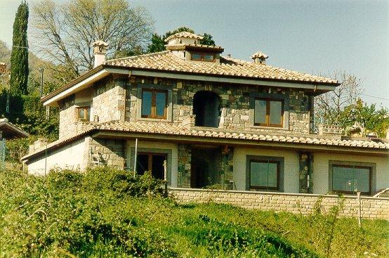 Agenzia immobiliare arca trevignano bracciano roma italia for Ville in collina